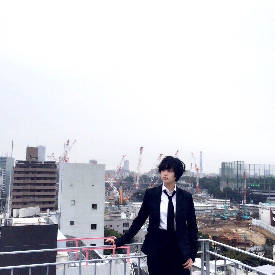本日10月30日(月)発売の「ROCKIN'ON JAPAN 2017年12月号」に平手友梨奈の撮り下ろし写真とインタビュー「独白」が掲載されています‼️ ぜひチェックしてみてください✨ #欅坂46