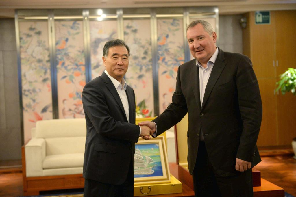 Talks withWang Yang, member ofthe Politburo Standing Committee ofthe CPC: cooperation inspace, aviation, and nuclear industry