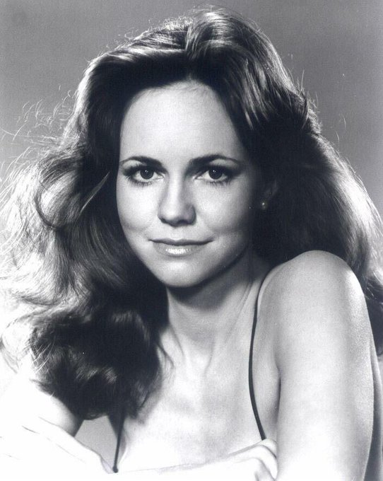Happy 71st birthday to the amazing two-time Oscar winner, Sally Field! We like you, we really like you!