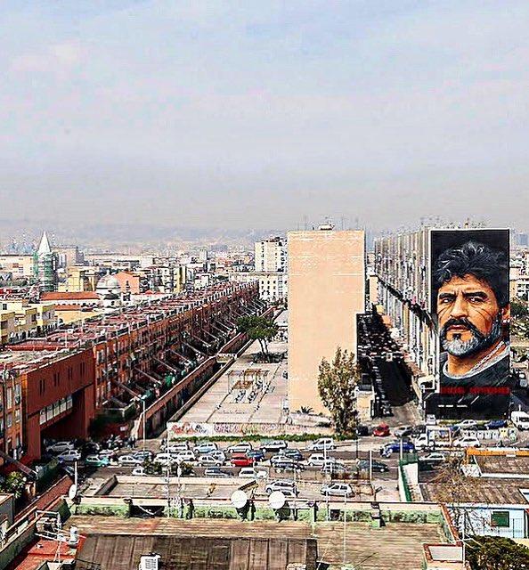 Barrio San Giovanni, Nápoles. Mural de D...