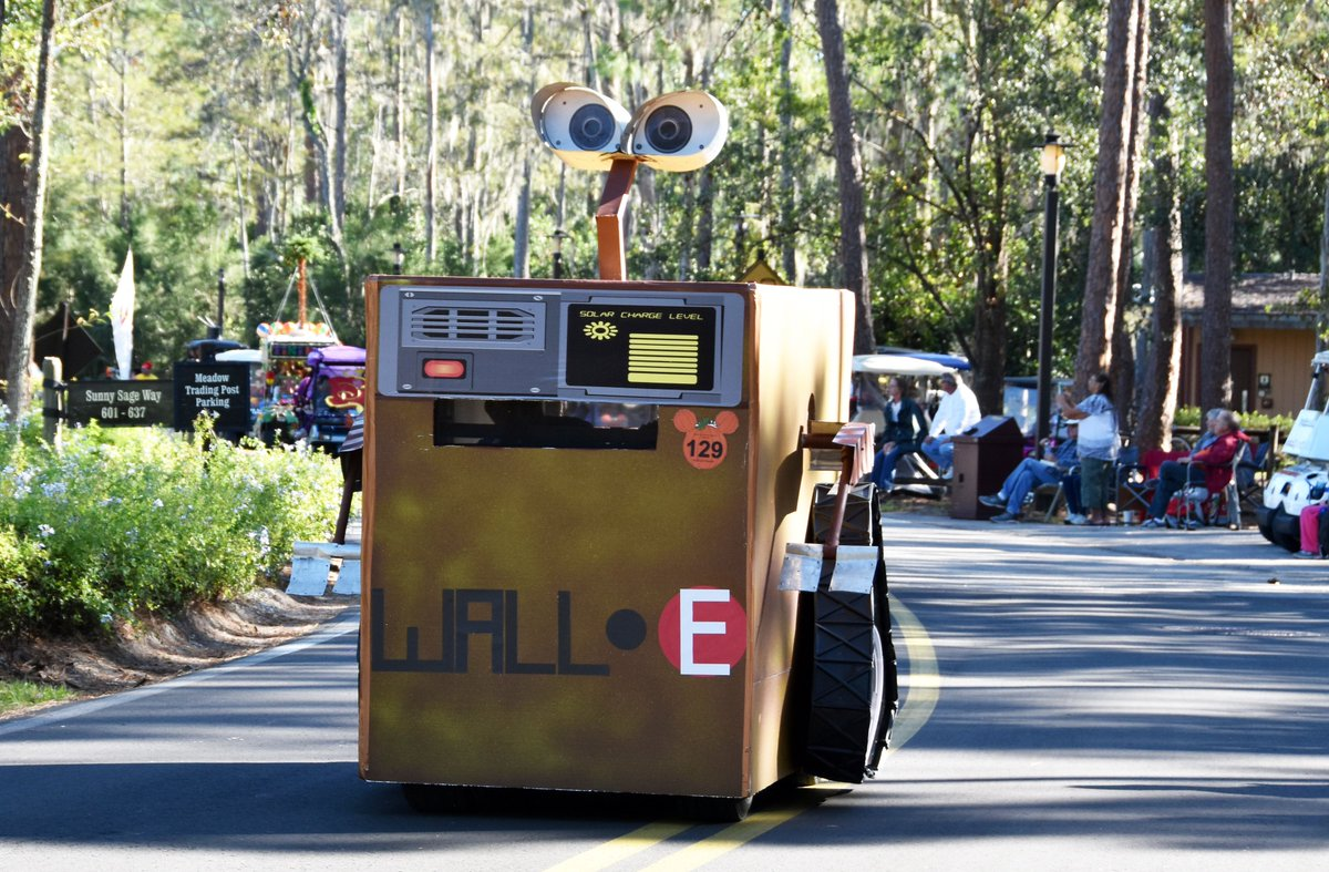 jeff lange on twitter video disneys fort wilderness halloween golf cart parade 2017 w hatboxghost wall e moana