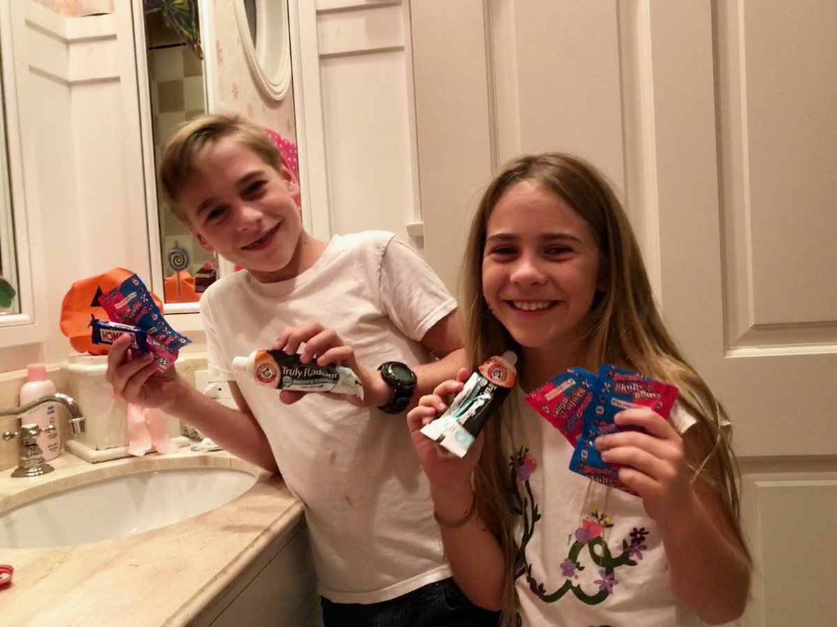 """Alison Sweeney Family Pictures alison sweeney on twitter: """"keeping my family cavity-free"""