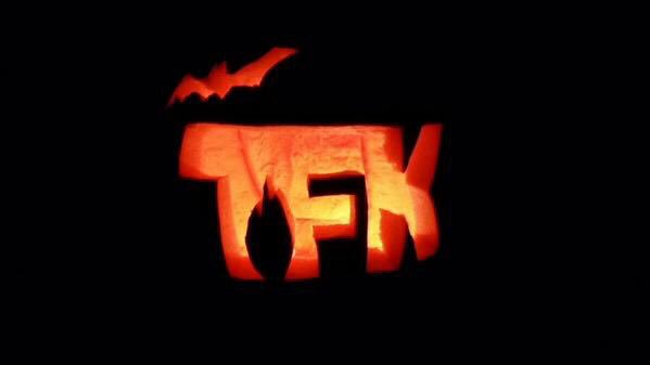I suppose since tis the season for sharing jack-o-lanterns, Ill post my favorite carving 🦇
