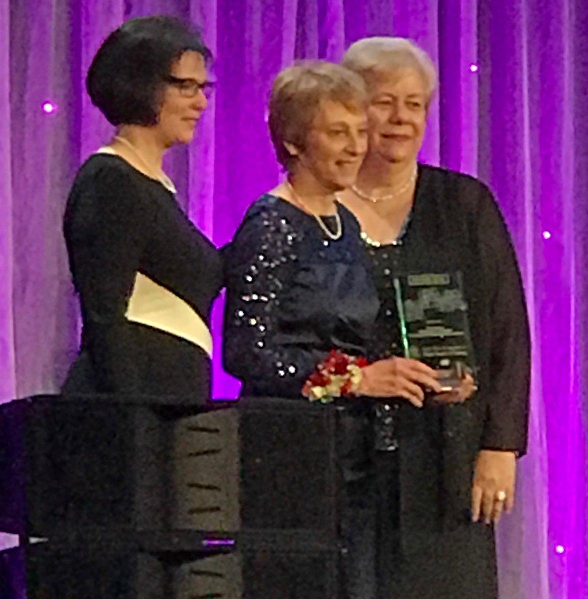 #STTICONV17 #IUSON #DeanNewhouse Award Winner<br>http://pic.twitter.com/XeodRlj4Em