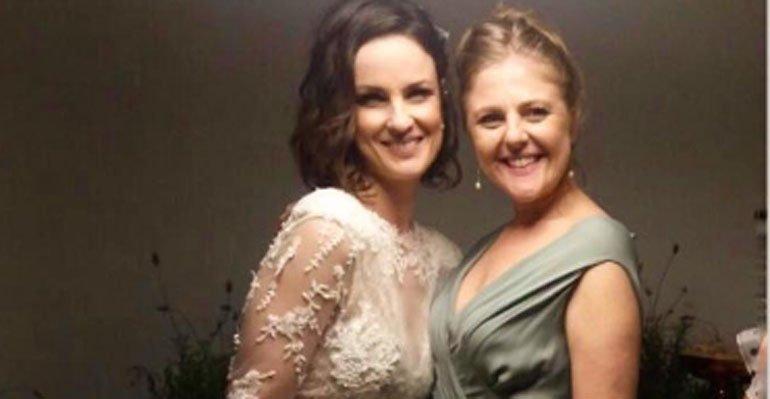 b4ad254b90796 Estilista mostra o vestido de noiva de Carolina Kasting. Veja a foto  completa --