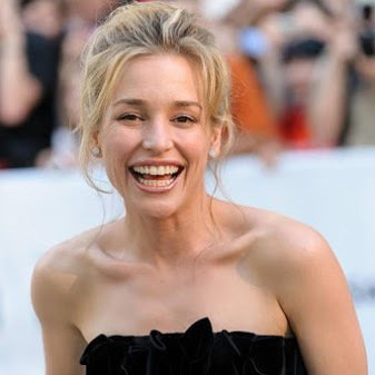 Vega Entertainment Wishes a Very Happy Birthday To Actress Piper Perabo