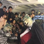 TSUTAYA渋谷店ニ集ッテクレタ皆様ガ入リキラズ階ゴトノ階段デ撮影!皆様アリガトウ!マズハ4枚!#…