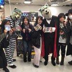 HMV&BOOKS TOKYO ニ集ッテクレタ皆様ト!アリガトウ!私ガ手ニ持ッテイルノハ11…