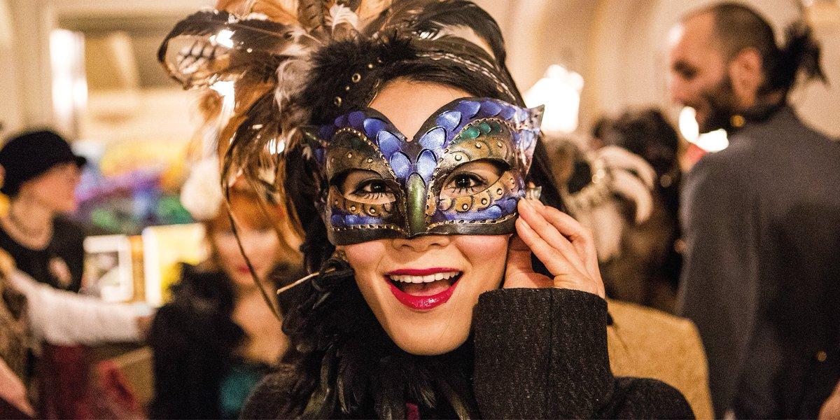 Invisalign : la technologie qui rend l'alignement des dents moins effrayant depuis 1997. Joyeux #Halloween ! 🎃  #Invisalign #aligners #smile https://t.co/wYblRFEC0l