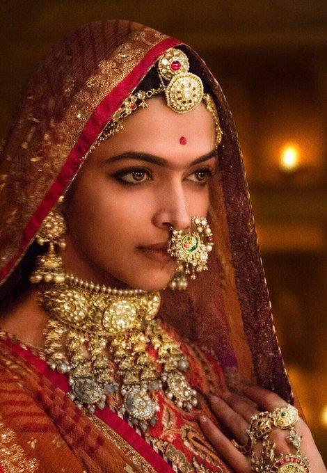 50 million+ views for #PadmavatiTrailer !!! we can't thank you'll enough for the love!!!🙏@FilmPadmavati #SLB @RanveerOfficial @shahidkapoor https://t.co/VOQ1wA3GbX