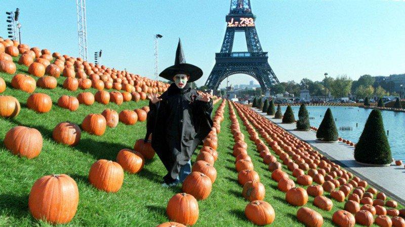 Картинки по запросу halloween in paris france