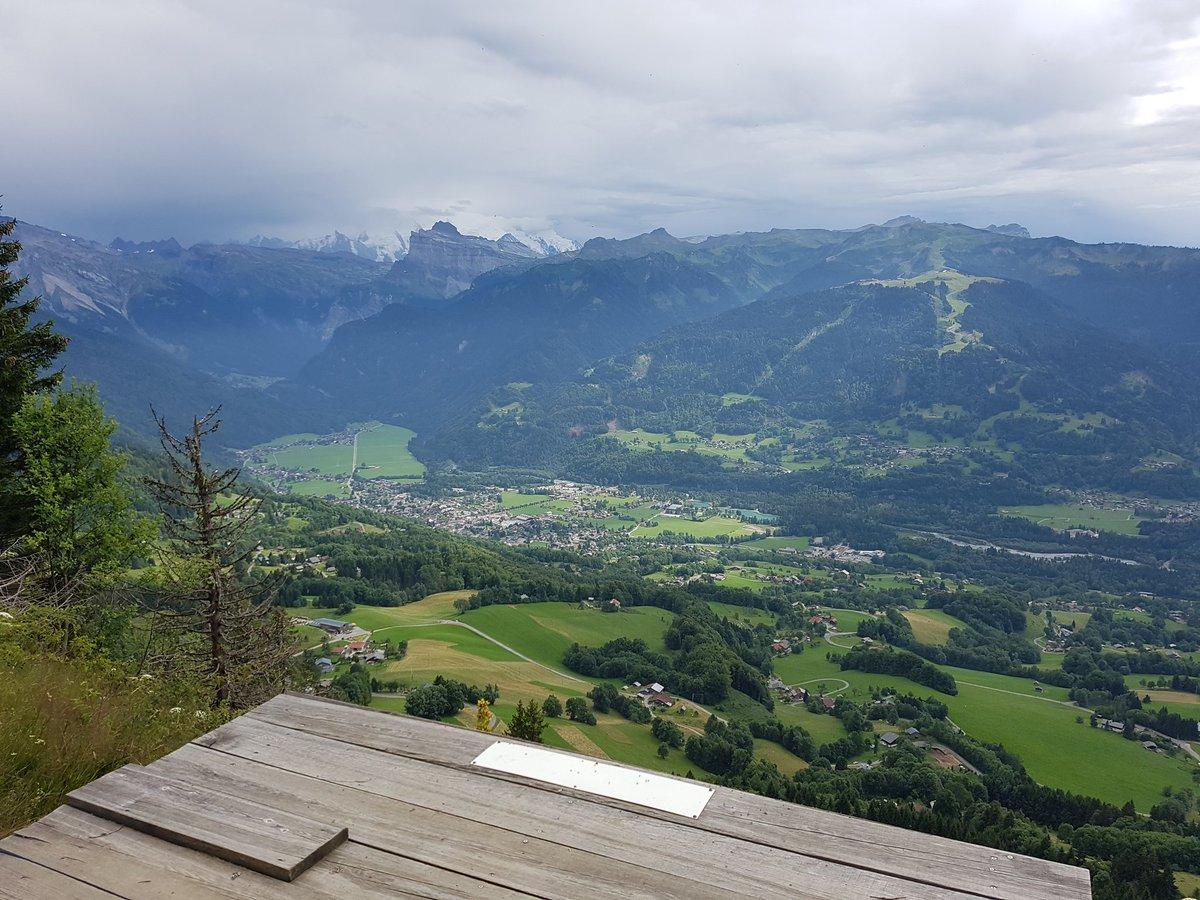 Nice place To #jump ... Bel endroit pour sauter. .. #mountains #parapente #montagnes #saut #sport #trailrunning #valleedugiffre #trail #montagne #outdoor<br>http://pic.twitter.com/TqhpMjRUGB