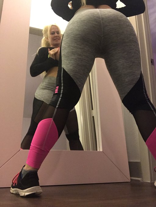 #booty#tits out workout #gym #Training #spankit 😜 #retweet plz #follome https://t.co/jSjPBr8YUV