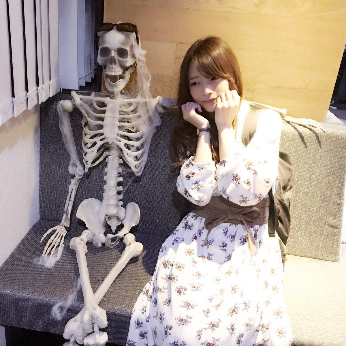 今日はハロウィン♡コスプレしてる人はいっぱいいるけど、めっちゃ身を削ってる方がいたから、いっしょに写真撮ってもらっちゃった〜♡