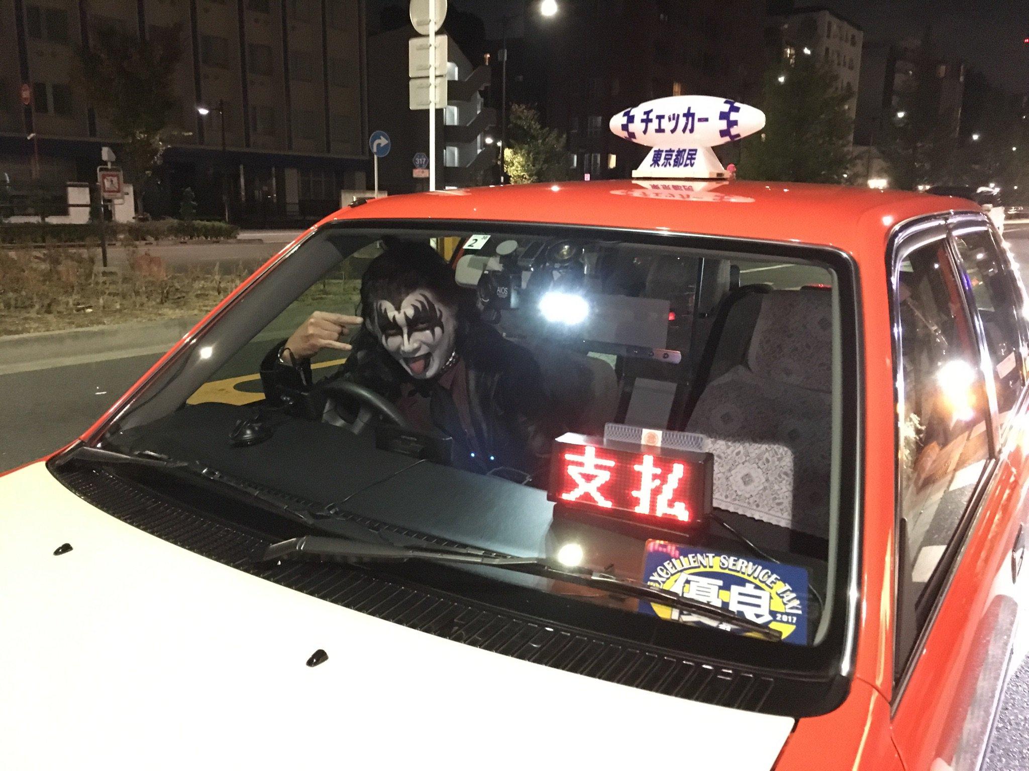 クオリティの高いKISSのハロウィンコスプレをしたタクシー運転手www