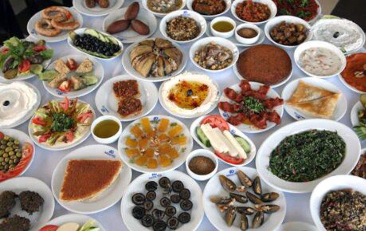 """RT @mertaltunay: Hatay 600 çeşit yemeğiyle UNESCO """"Gastronomi Şehri' seçildi. Tebrikler Hatay..🇹🇷 https://t.co/Vu0VurcM9A"""