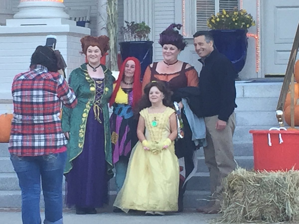 .@GovSandoval greeting trick or treaters at the Governor's Mansion. #HomeMeansNevada