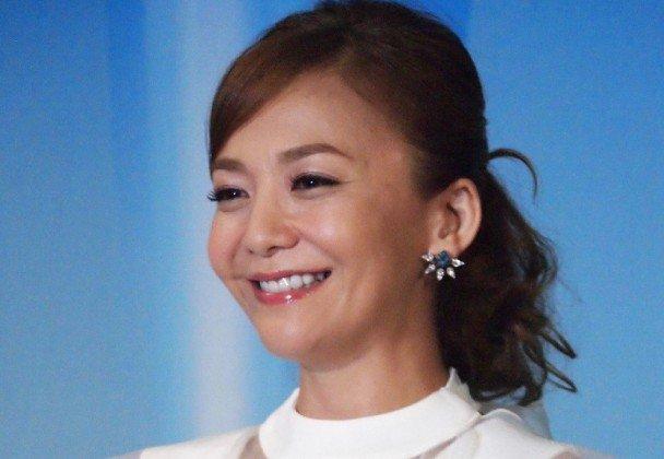 華原朋美の笑顔画像
