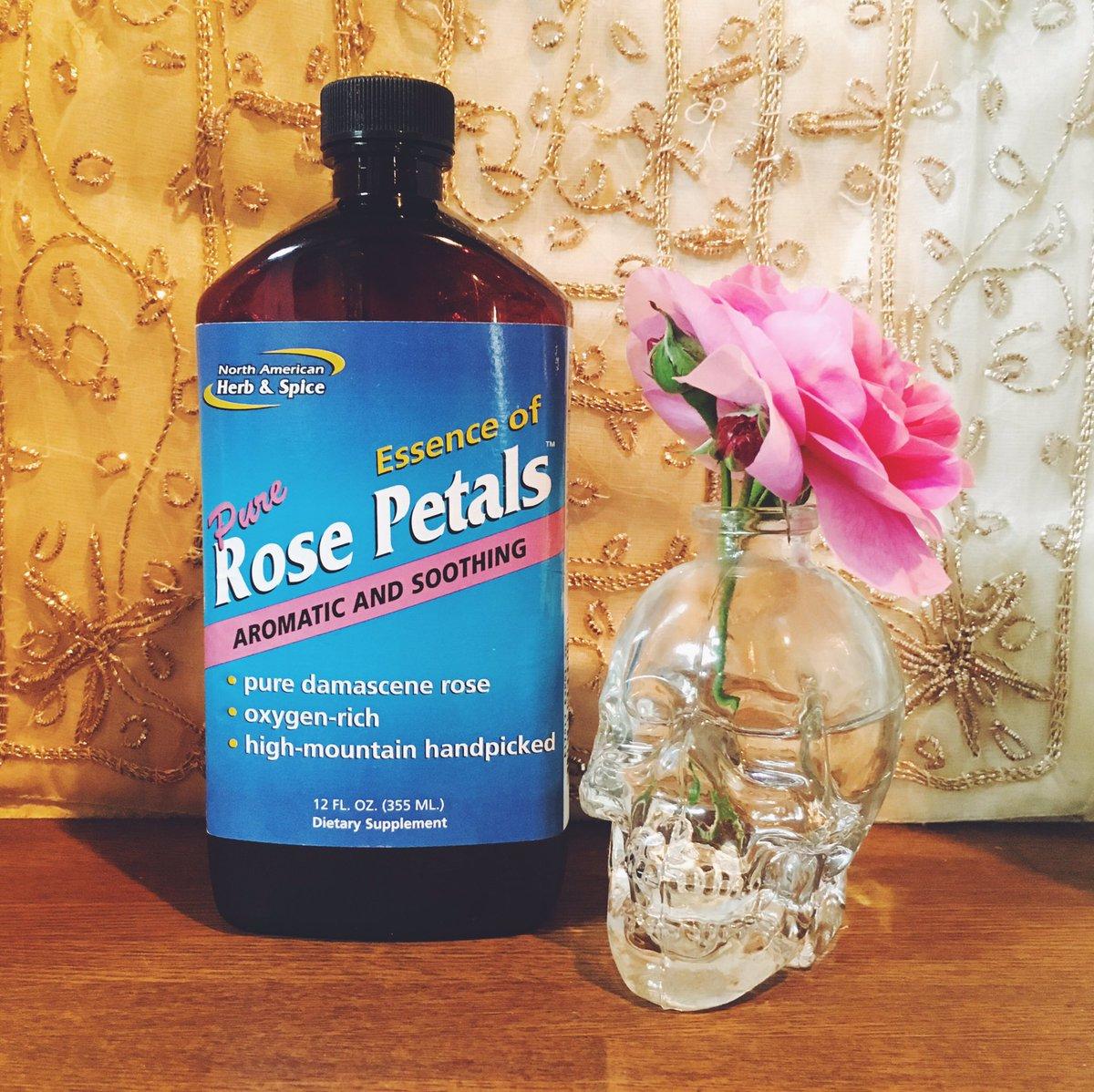 test ツイッターメディア - 飲んで良し、手作り化粧水に良しなローズウォーター?? 355mlで1400円前後なのでコスパも良し??産後の情緒不安定やイライラも癒される香り…本当に癒してもらってます??セリアのドクロ瓶で #ハッピーハロウィン 仕様????  #iherb #アイハーブ #セリア #seria https://t.co/ckPQF84CUV