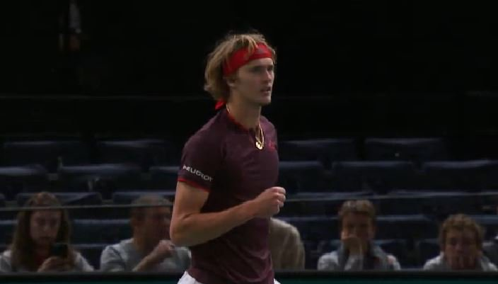 #Zverev serves it out to love, takes the opening set 6-3 after 35mins.  #RolexPMasters