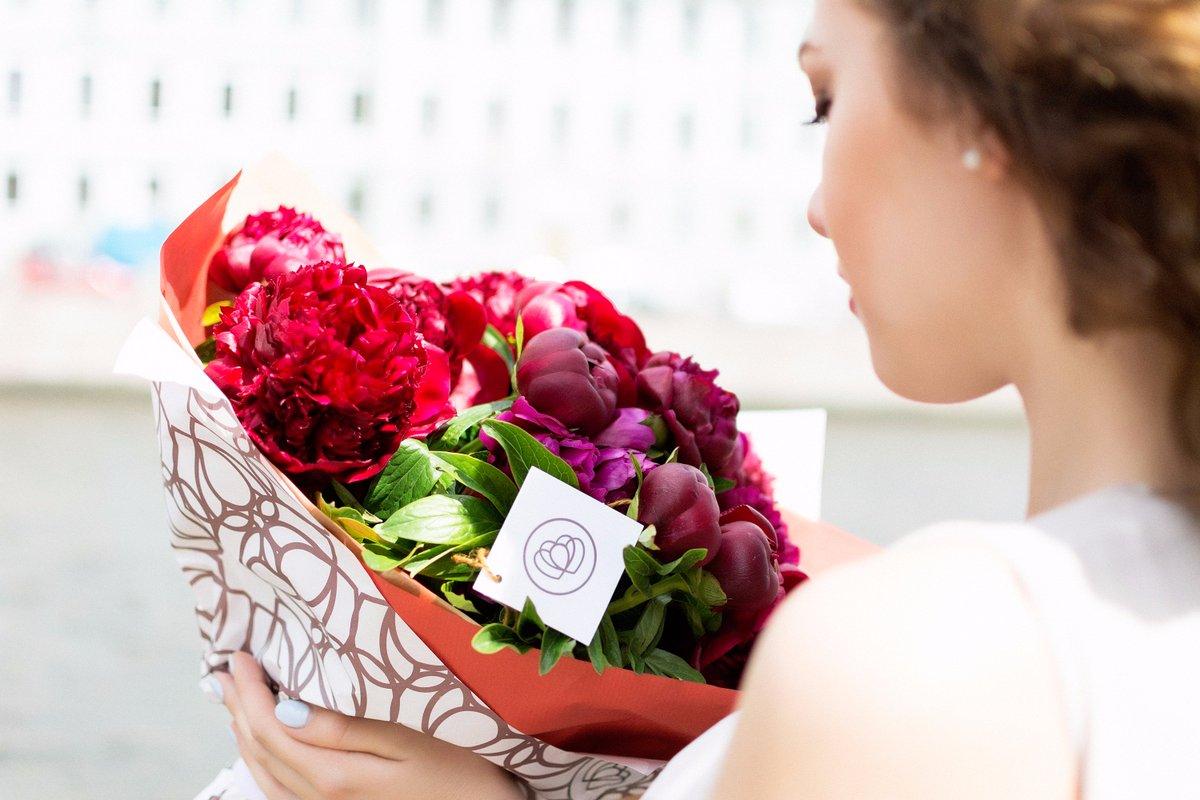 Какие цветы можно подарить девушке при знакомстве