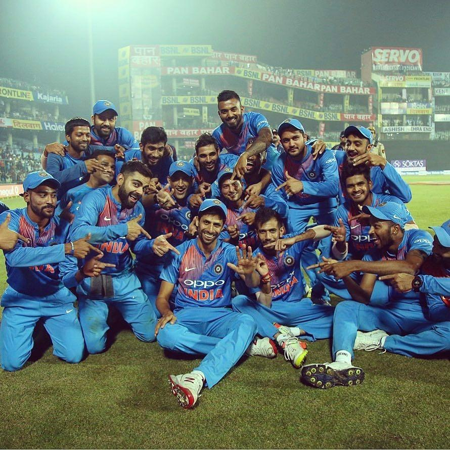 IND vs NZ 2017: Watch - Ashish Nehra Surprises Virat Kohli & Crowd With His Football Skills 2