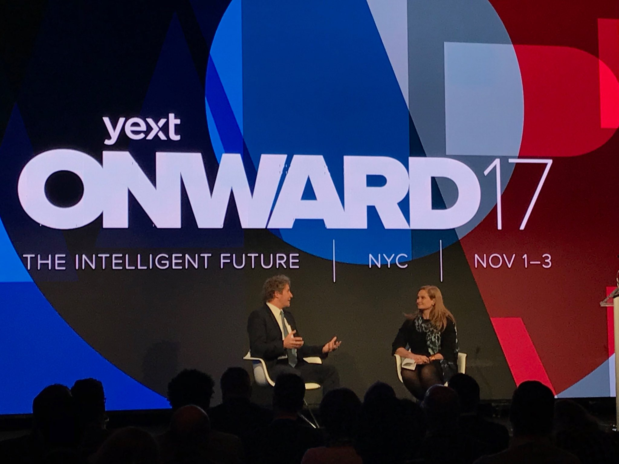 A packed fireside w/ @USPS Chris Karpenko & our fearless leader Kasha Cacy! @yext #ONWARD17 #client https://t.co/J1MU9a6uc9