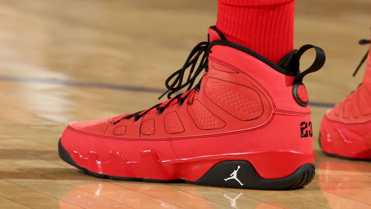 info for 1f220 32906 solewatch: p.j. tucker wearing the