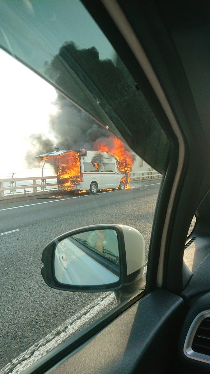 高速道路で救急車燃えてた…Σ(゚ロ゚;)