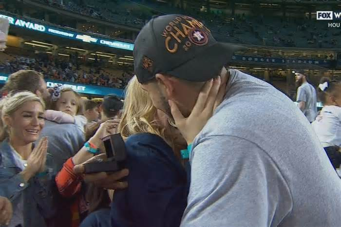 Carlos Correa PROPOSED ON THE FIELD after winning World Series Game 7 #carlos #correa #proposed #field #after…  http:// dlvr.it/Pypk7x  &nbsp;  <br>http://pic.twitter.com/lCiwdNSpEn