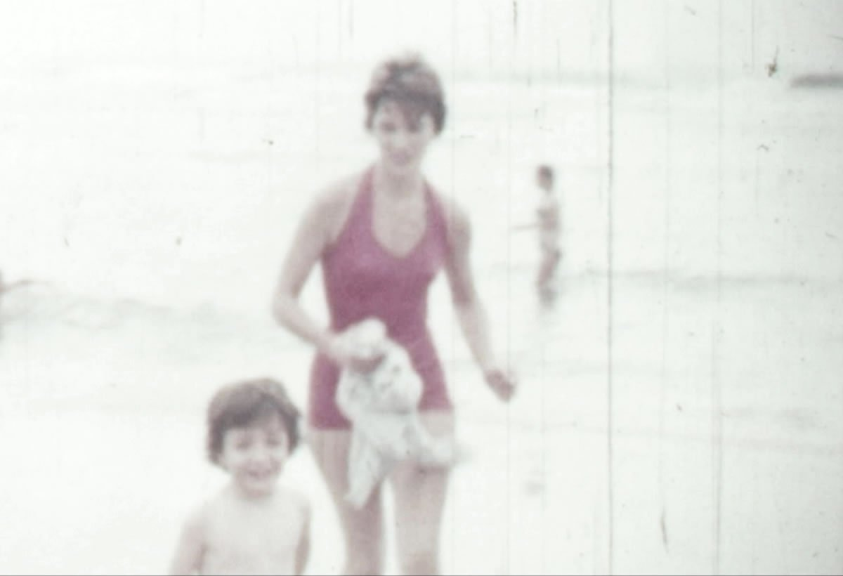 RT @Citazine #Cinema #Carré35 une enquête familiale passionnante et bouleversante qui nous parle de notre rapport à la mémoire https://t.co/Kt4a21a8qC