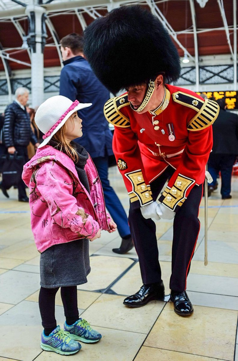 Soldiers greet commuters and visitors this morning at Paddington Station on London Poppy Day #LDNPoppyDay