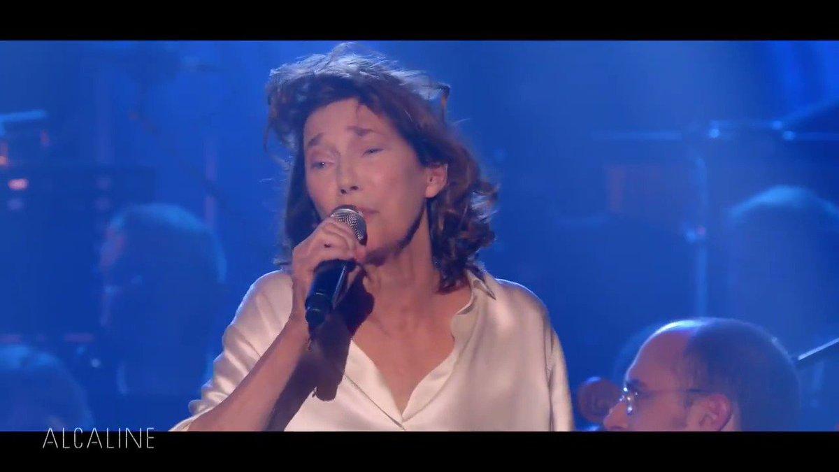 .@JaneBirkinOff chante Gainsbourg sur la scène du Trianon à 0.15 dans #Alcaline !