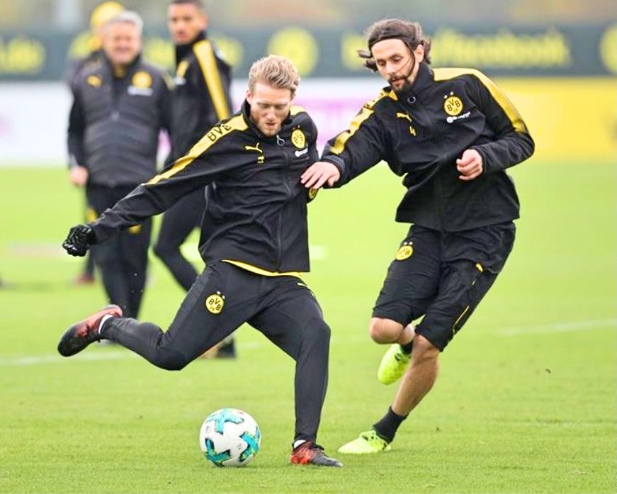 Training session in preparation for &quot;Der Klassiker&quot; on 2 November  #Schürrle #Subotic #Sahin #Yarmolenko #Isak #Weidenfeller (via @RNBVB) <br>http://pic.twitter.com/LKZlAmSwtD