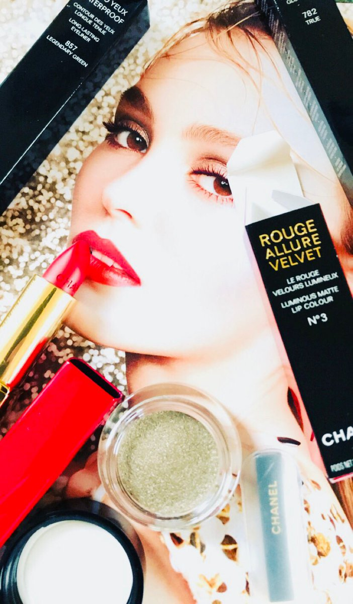 Thanks @CHANEL L💋VE the new collection for #Christmas #festive #lipstick #makeup