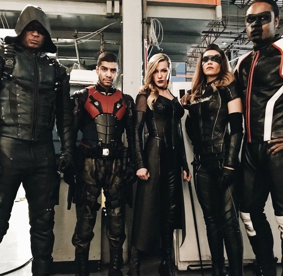 Oh dang! It's all happening tonight on @thecw #arrow #tbt https://t.co/YOd3kDFZWa
