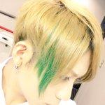 おまたせしました!!うおおおおお人生初の緑だーーー!!とうとう髪に自カラーを入れる気合いの入りっぷり…