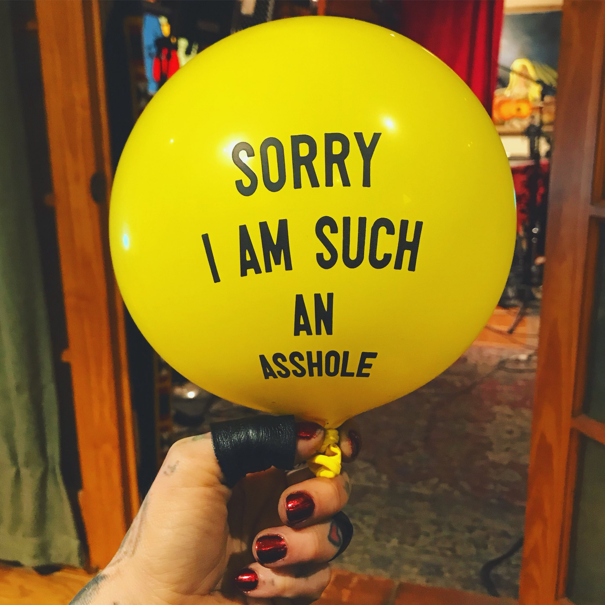 The best apology balloon ever. 🙃 https://t.co/hcmJyzRtua