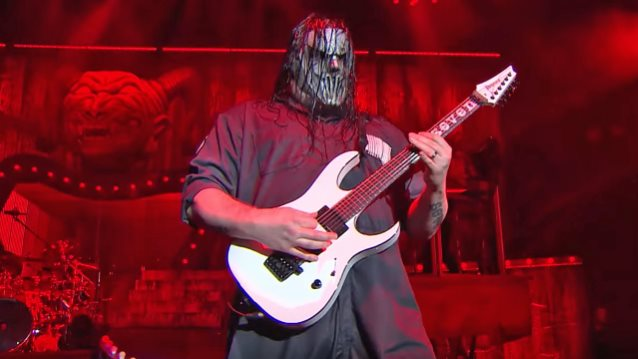 HAPPY BIRTHDAY  MICK THOMSON !! how about some to show the birthday love !!