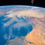 皆さん、こんにちは!今日は、地中海の東岸の写真を紹介します。キプロス島は、地中海を泳ぐお魚みたいに見…