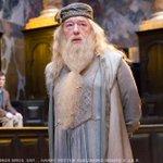 ダンブルドア校長「どれだけあやつと似ているかではない。どれだけ違うかじゃ…」ハリーさん「弱いのはお前…