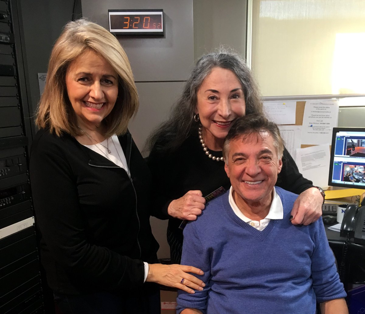 Marilyn Lightstone just gave @zoomerradio&#39;s Norm &amp; Eva the goods on Your All Time Classic #HitParade. #Watch:  http:// ow.ly/lDxk30glkBz  &nbsp;  <br>http://pic.twitter.com/IGMmxUCMIY