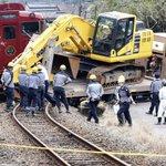 【観光列車、立ち往生の車両と衝突し11人けが】ショベルカーを積んだ10トントラックと衝突(読売新聞)…