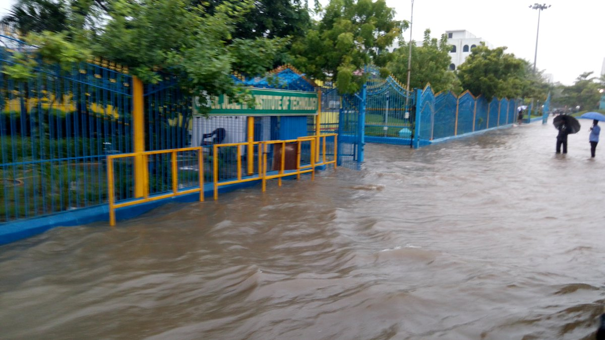 Midnight Rains forces schools to declare Holiday in Chennai and surrounding areas