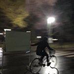 その発想はなかった!ホワイトボードを自転車で運ぶやつ!
