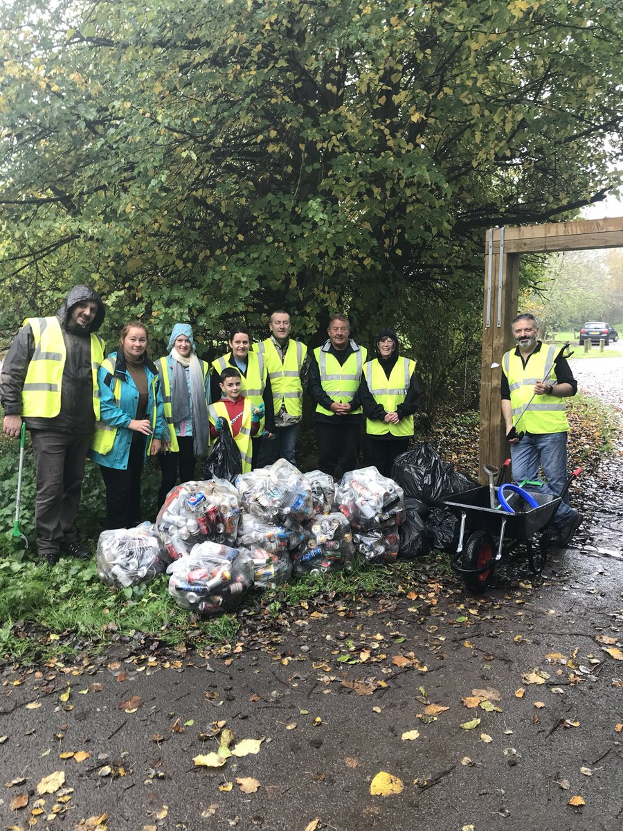 Singleton clear up volunteers