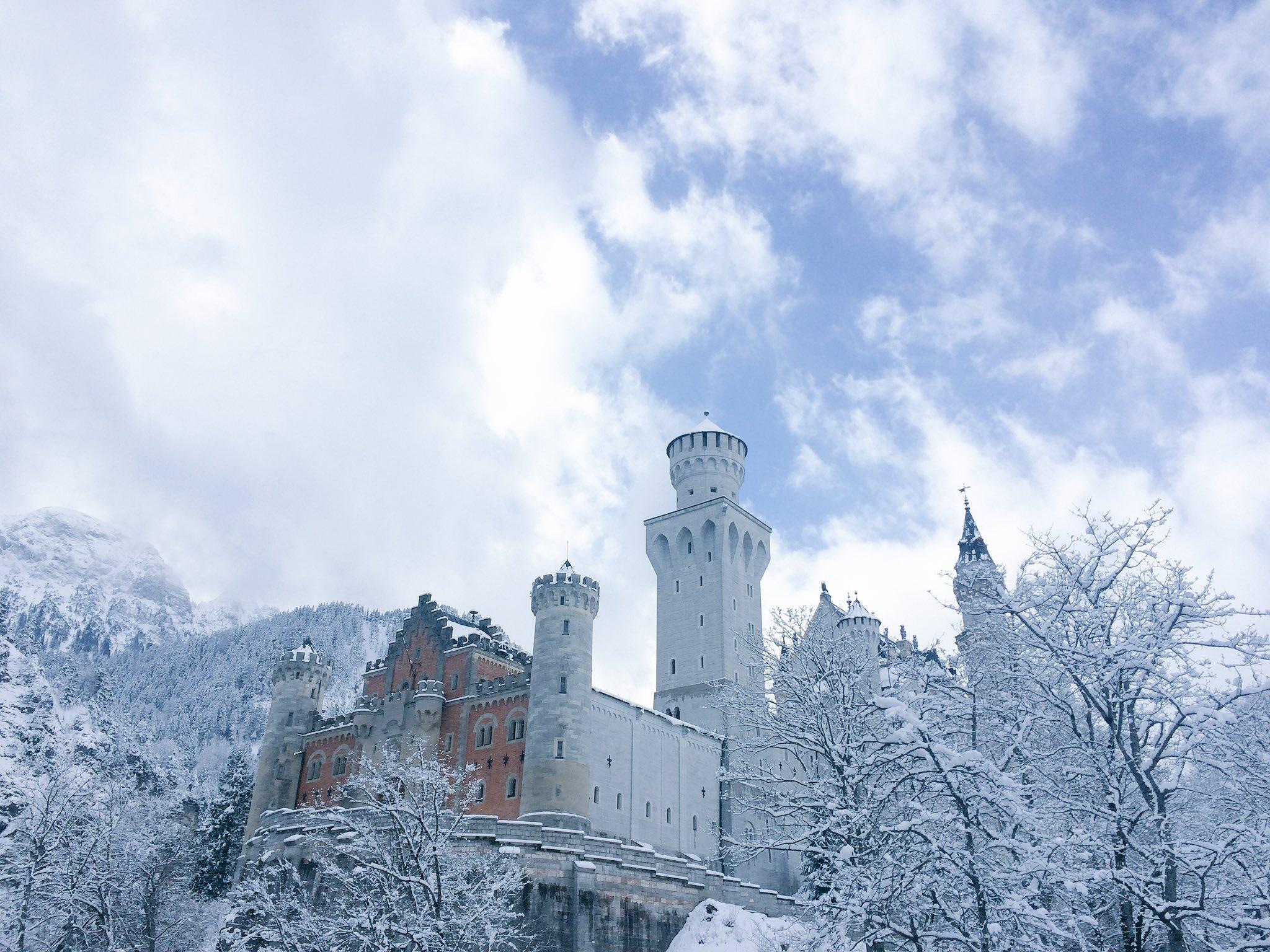 雪化粧を施されたノイシュバンシュタイン城の美しさはもはやプライスレスww