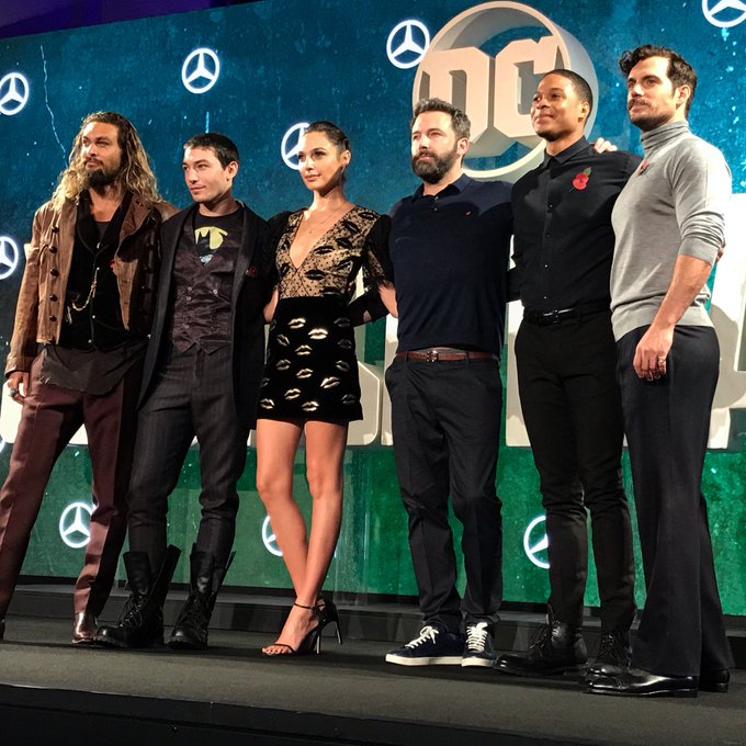 Last time we were all in London together we were filming Justice League. Can't believe the time is here! 🙅🏻#justiceleague #London https://t.co/kfWF0uO6iq