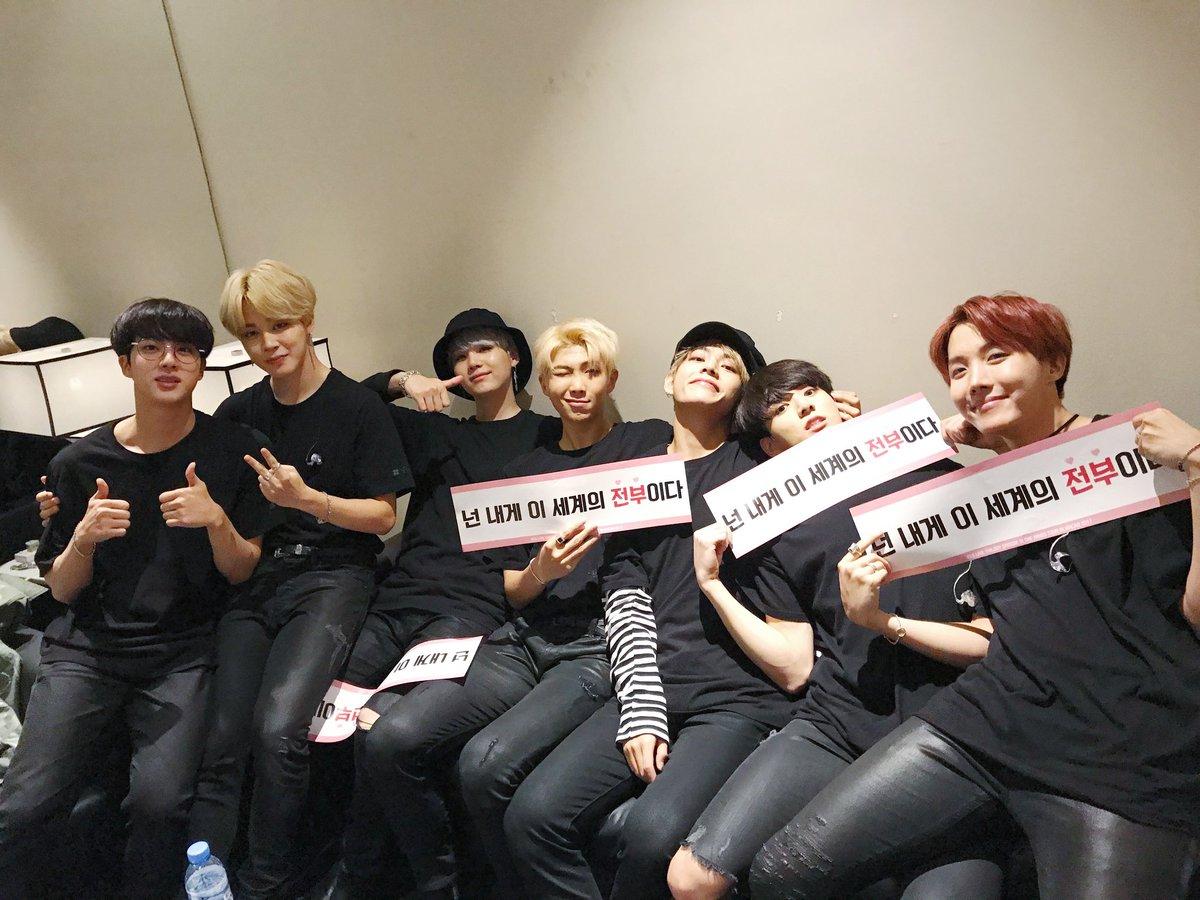 [#오늘의방탄] 아미들과 함께 했던 <THE WINGS TOUR>가 마카오에서 대장정의 마침표를 찍었습니다. 멋진 떼창을 선물해준 마카오 아미들 고맙습니다💕 이제 우리 서울에서 만나요😄 #진의하트이벤트