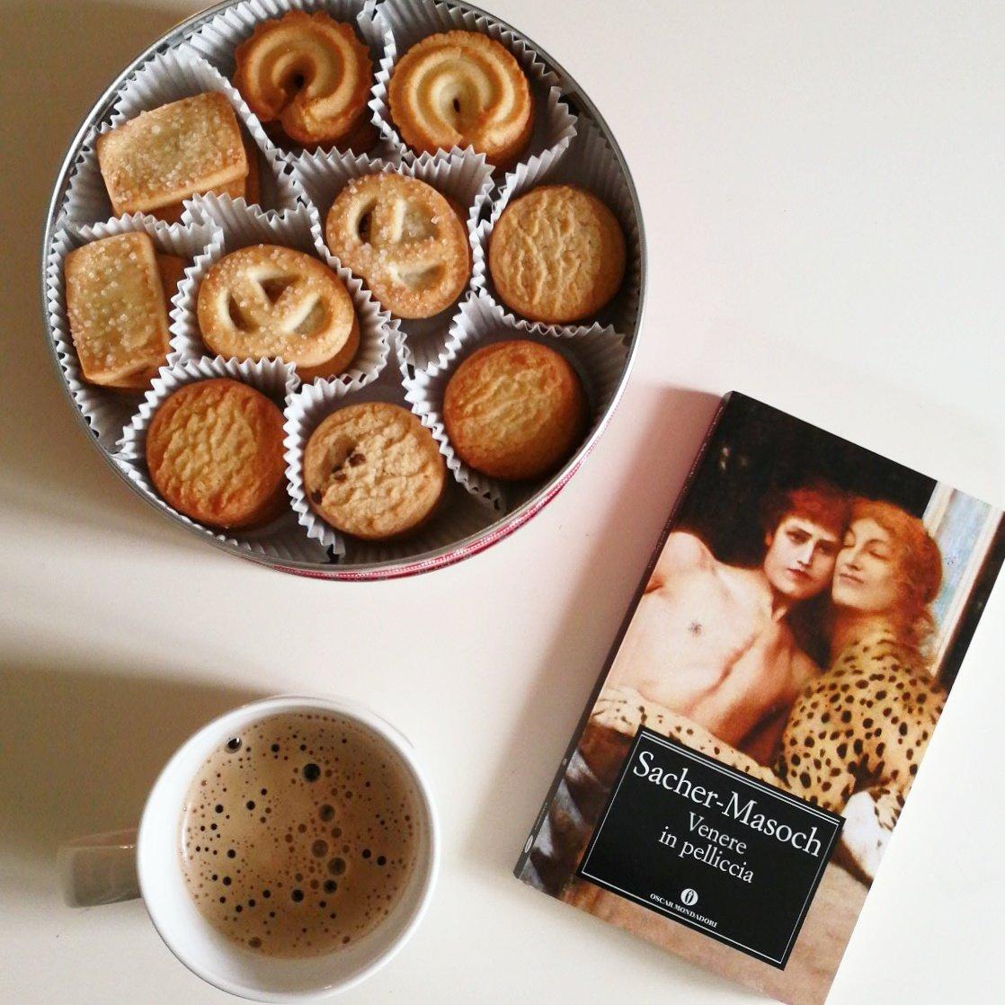 ° Breakfast, book, Sunday °  #home #weekend  @CasaLettori @petuniaollister<br>http://pic.twitter.com/kFv1RWJvOl